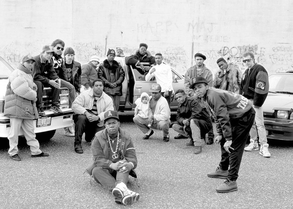 MC EZ & Troup aka Craig Mack and his posse Babylon, Long Island 1990 © Janette Beckman
